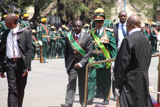 president-after-inspection-of-guard-of-honour