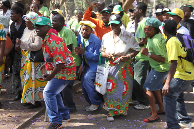zanu-pf-supprters-take-to-the-dance-floor-before-the-opening-of-the-parliament-1